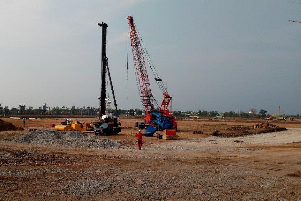 Ilustrasi, persiapan pembangunan Proyek Pembangkit Listrik Tenaga Gas dan Uap (PLTGU) Jawa I pada 17 Desember 2018. Hingga kini, progres pembangunan pembangkit listrik Jawa I sudah mencapai 39,8% biarpun ada konflik dalam konsorsium Pertamina Power Indone