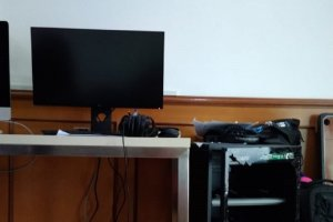 Suasana ruangan kantor Katadata yang dibobol maling, Santu (16/11).