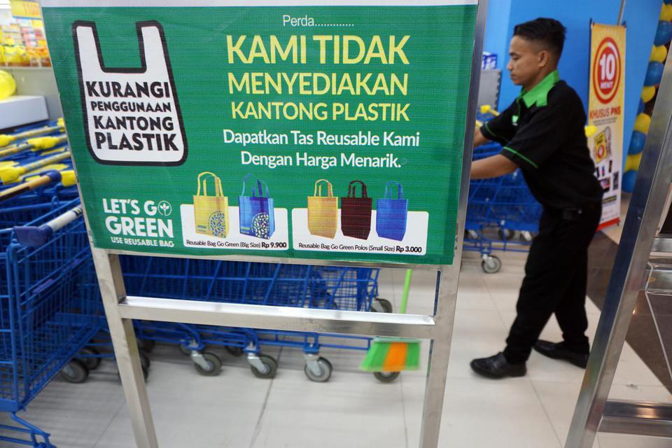YLKI Dorong Pemerintah Terapkan Standar Plastik Ramah Lingkungan.
