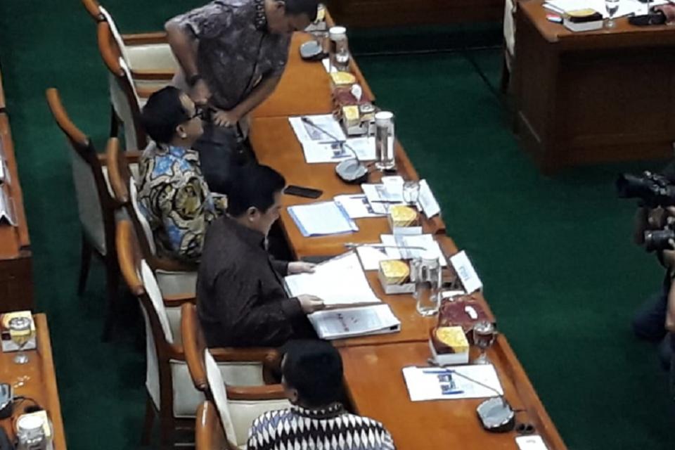 Menteri BUMN Eric Thohir, didampingi Wakil Menteri BUMN Kartiko Wirjoatmodjo hadir pertama kalinya dalam rapat dengan Komisi VI DPR RI.