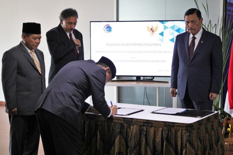 Menteri Koordinator Bidang Kemaritiman dan Investasi Luhut Binsar Pandjaitan melantik Agung Kuswandono sebagai Sekretaris Menteri pada Senin (2//12)