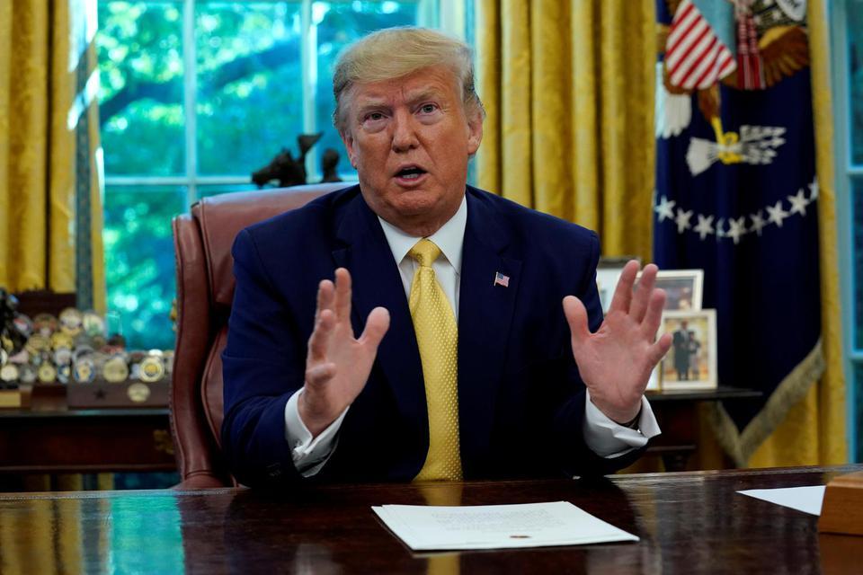 Yuri Gripas/ Presiden Amerika Serikat Donald Trump berbicara saat pertemuan dengan Wakil Perdana Menteri China Liu He di Ruang Oval Gedung Putih dua hari setelah negosiasi dagang di Washington, Amerikat Serikat, 11 Oktober 2019.