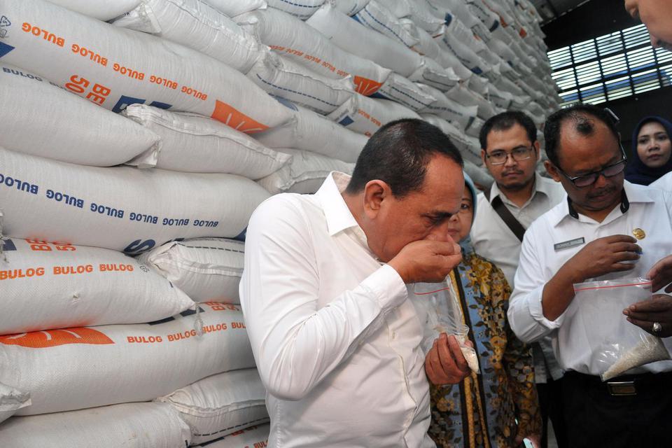 Bulog, Buwas, tumpukan beras, mafia beras