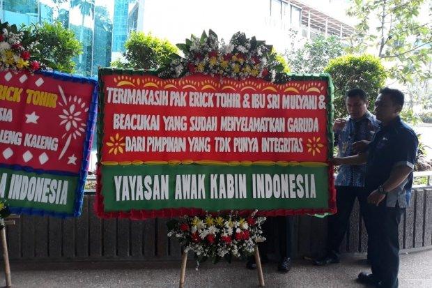 Garuda Indonesia, Dirut Garuda dipecat, awak kabin garuda