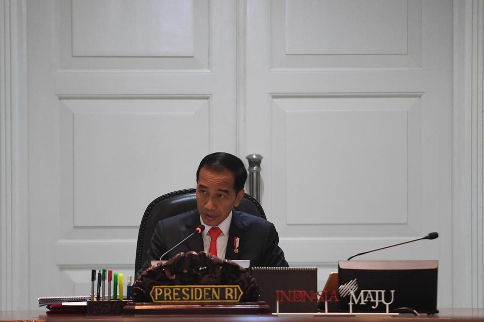 Presiden Joko Widodo memimpin rapat terbatas (ratas) di Kantor Presiden, Jakarta, Jumat (13/12/2019). Ratas itu membahas persiapan Natal 2019 dan tahun baru 2020.