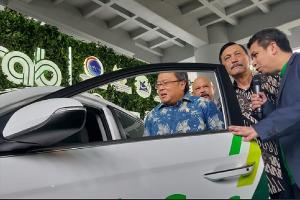 Menteri Riset,Teknologi, Bambang Brodjonegoro, Menteri Koordinator Bidang Kemaritiman dan Investasi, Luhut Binsar Pandjaitan dan President of Grab Ind