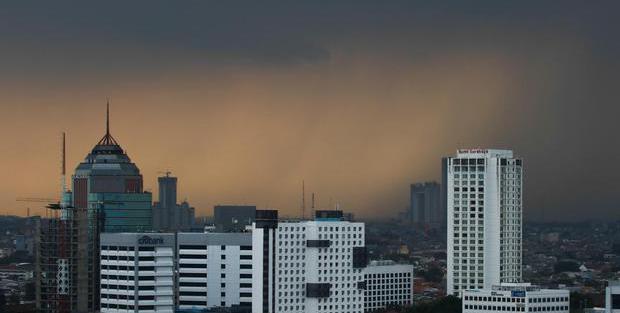 BMKG Peringatkan Potensi Hujan Disertai Petir dan Angin di 19 Daerah - Berita Katadata.co.id