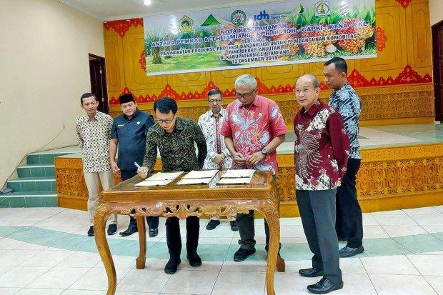 Penandatangangan kesepakatan PPI Aceh Tamiang sebagai langkah awal dimulainya pengembangan model VSA di Aceh Tamiang.