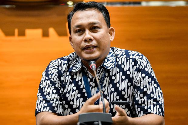 Pelaksana Harian (Plh) Juru Bicara KPK yang baru Ali Fikri menyampaikan konferensi pers di gedung KPK, Jakarta, Jumat (27/12/2019). Dalam kesempatan tersebut, Firli Bahuri mengenalkan dua Pelaksana harian (Plh) juru bicara KPK antara lain Ipi Maryati dala