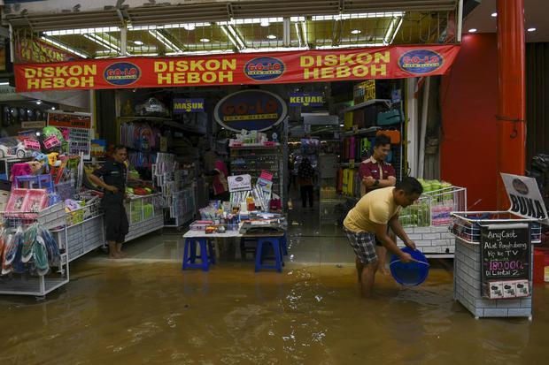 Apindo Sebut Sejumlah Sektor Usaha Merugi Akibat Banjir Jabodetabek.