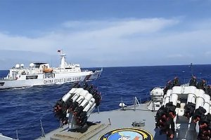 KRI TJIPTADI HALAU KAPAL COAST GUARD CHINA