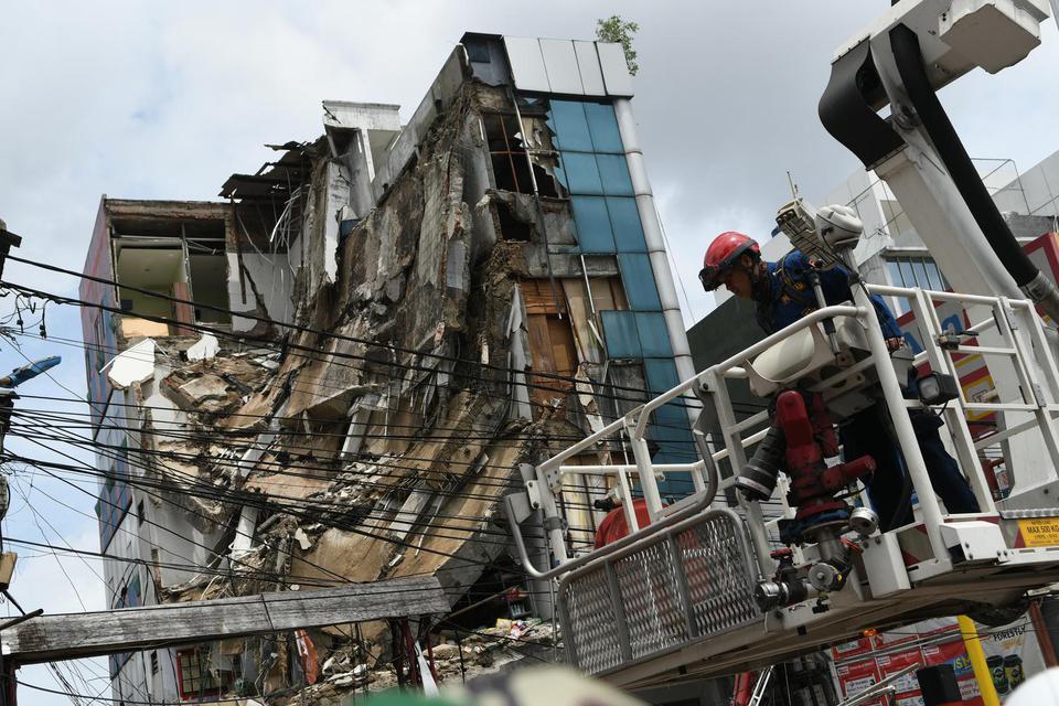 gedung ambruk di slipi, gedung roboh, gedung runtuh, bangunan roboh