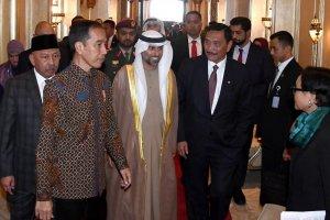 Jokowi, sejumlah menteri dan delegasi bertolak ke Abu Dhabi, Uni Emirat Arab untuk membahas sejumlah proyek kerja sama dan investasi.