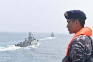 SAILING PASS KAPAL REPUBLIK INDONESIA