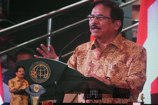 Menteri Agraria dan Tata Ruang (ATR)-BPN (Badan Pertanahan Nasional) Sofyan Djalil berpidato saat penyerahan sertifikat tanah di Serang, Banten, Kamis (16/1/2020). Dalam paparannya Sofyan Djalil menegaskan saat ini sedang dilakukan pemetaan terhadap 126 j