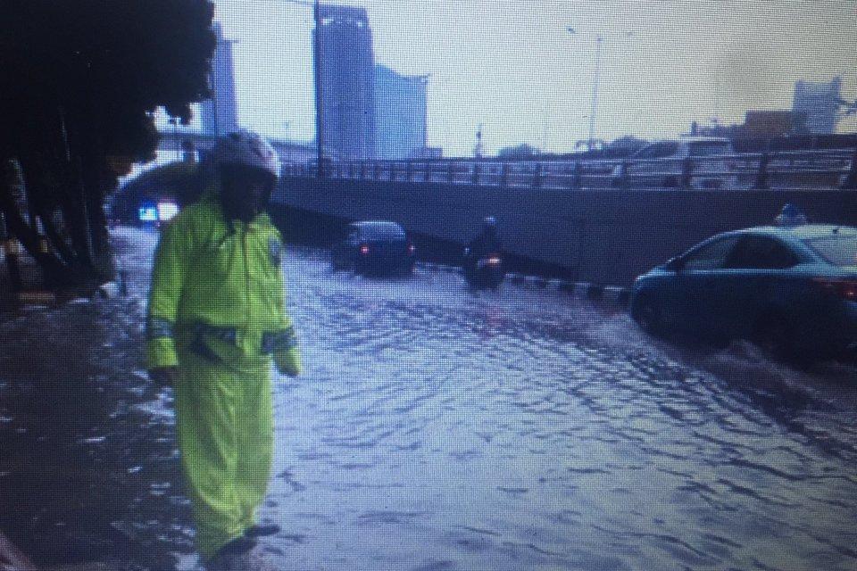 Diguyur Hujan, Beberapa Wilayah DKI Jakarta Kembali Banjir ...