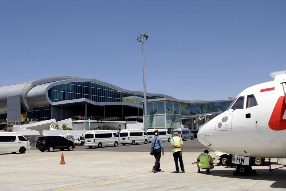 Suasana di Bandara Komodo Labuan Bajo, Manggarai Barat, NTT Minggu (19/1/2020). Pemerintah telah resmi menetapkan konsorsium Cardig Aero Service (CAS) sebagai sebagai badan usaha pemenang proyek Pengembangan Bandar Udara Komodo ? Labuan Bajo yang dikemban
