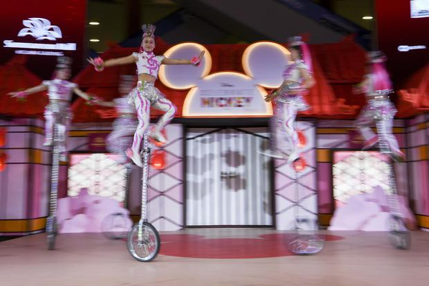 Salah satu pertunjukan akrobatik yang menerapkan prinsip keseimbangan benda tegar