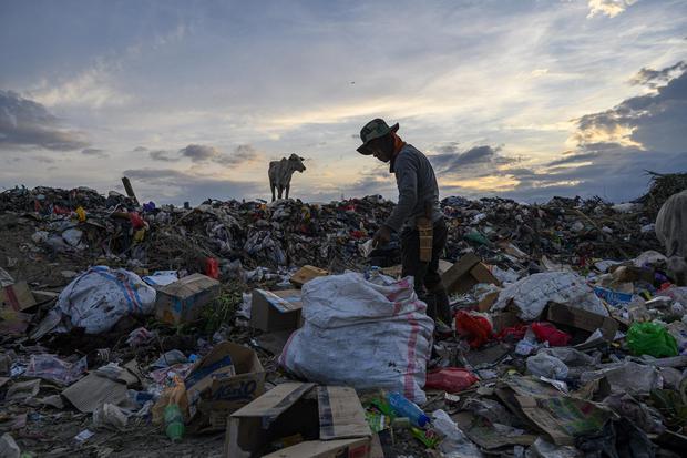 Ilustrasi fasilitas daur ulang plastik.