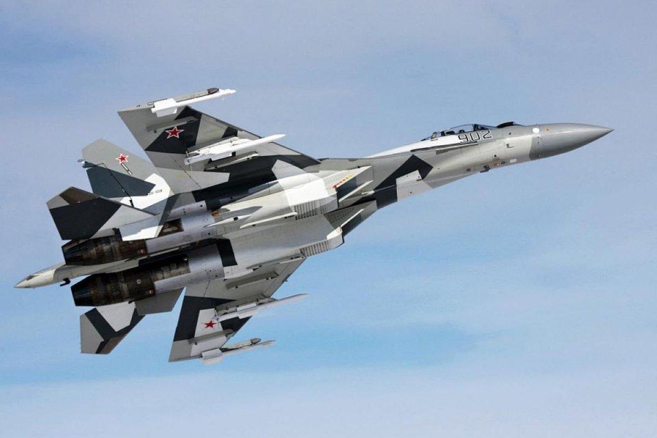 Pesawat jet tempur Sukhoi SU-35 yang diproduksi oleh United Aircraft Corporation (UAC) Rusia merupakan modernisasi dari tipe SU-27.
