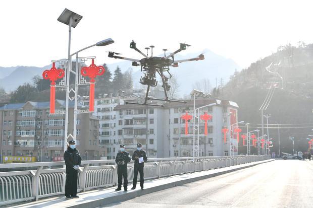 Wabah Virus Corona, JD.Com Kirim Paket Pakai Drone & Robot di Tiongkok