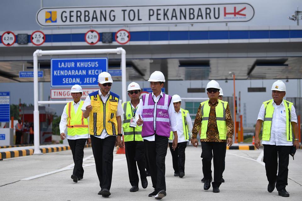 Jokowi Targetkan Ruas Tol Pekanbaru-Dumai Beroperasi Lebaran 2020.