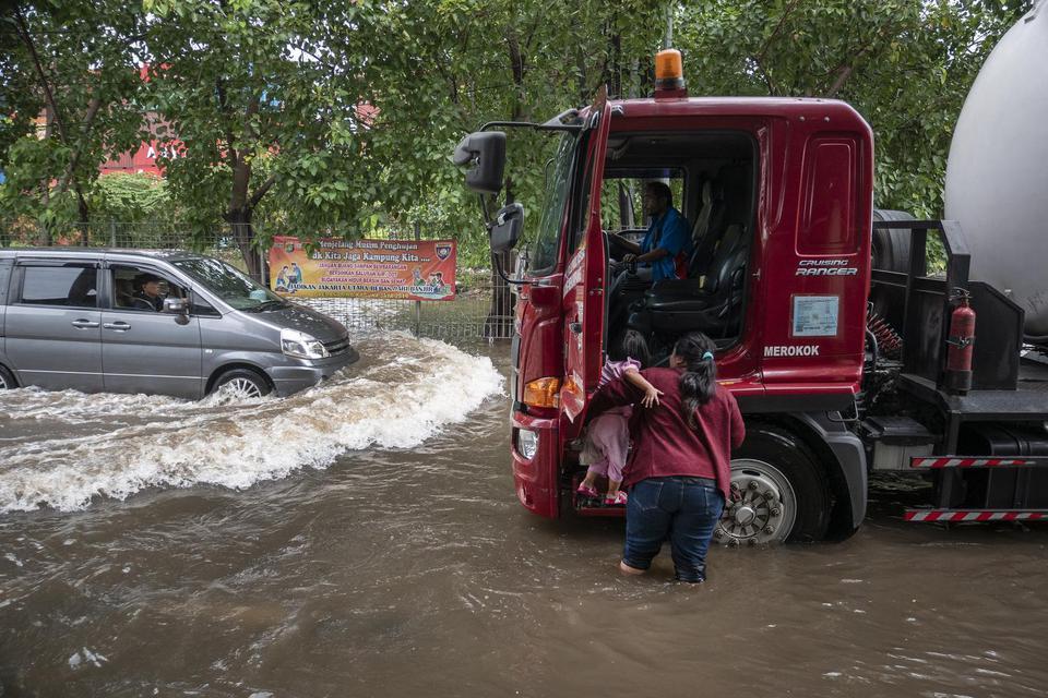 Banjir Jakarta Pagi ini, PLN Padamkan Listrik di Sejumlah ...