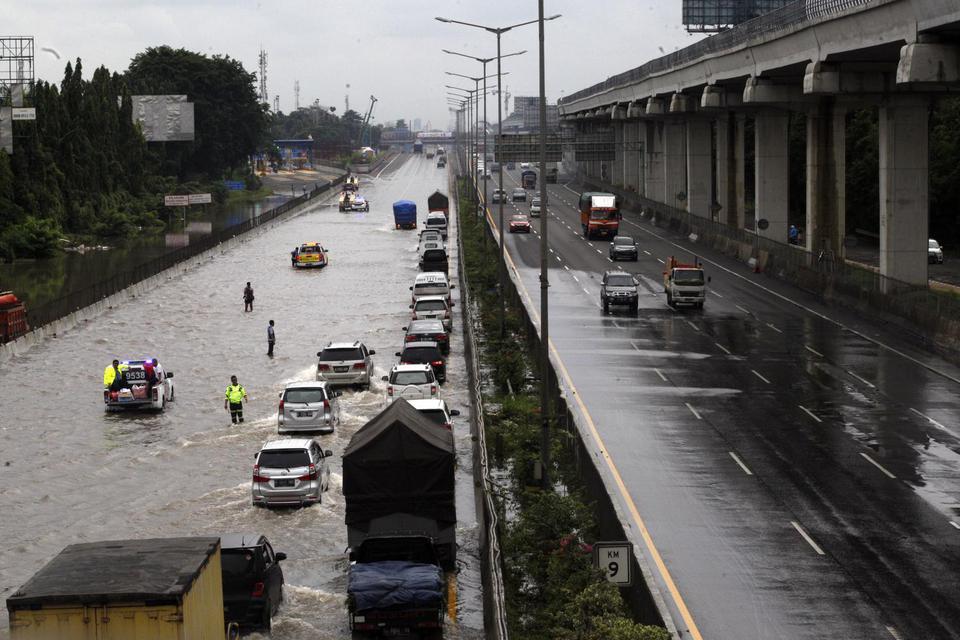 Sandiaga Uno Sebut Banjir Ibu Kota Berimbas Terhadap 90% UMKM.