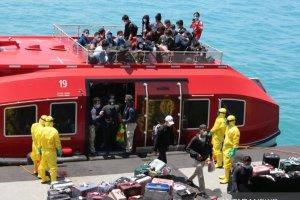 Evakuasi WNI ABK kapal MV World Dream di perairan Batam, Kepulauan Riau (26/2)