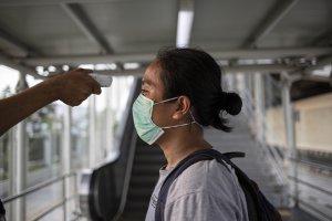 Pengecekan Suhu Tubuh di LRT