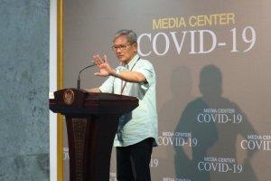 Juru bicara nasional penanganan virus corona Covid-19 Achmad Yurianto saat konferensi pers di Istana Kepresidenan, Jakarta, Minggu (8/3) (Foto: Antara