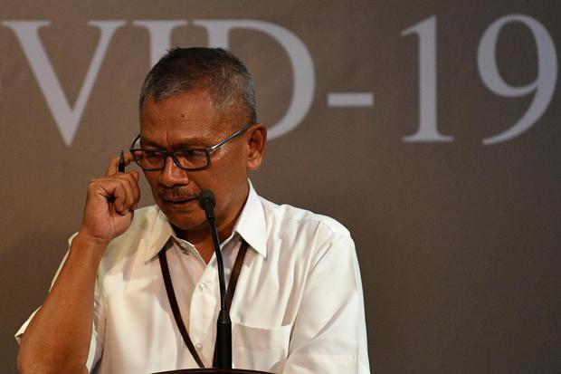 Juru bicara pemerintah untuk penanganan COVID-19 Achmad Yurianto memberikan keterangan pers di Kantor Presiden, Jakarta, Jumat (13/3/2020). Pemerintah menyatakan hingga Jumat 13 Maret pasien positif COVID-19 di Indonesia bertambah dari 34 menjadi total 69