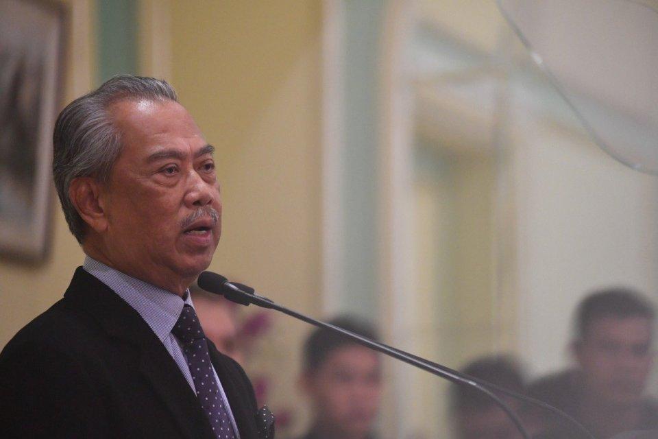 Perdana Menteri Malaysia Tan Sri Muhyiddin Yassin. Pada Rabu (25/3), Perdana Menteri Malaysia Muhyiddin Yassin memutuskan memperpanjang lockdown hingga 14 April 2020, untuk mencegah meluasnya virus corona.