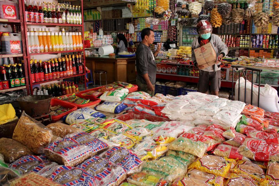 pedagang, pasar, bahan pokok, virus corona