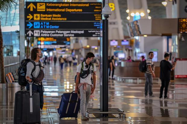 Ilustrasi, calon penumpang pesawat di Terminal 3 Bandara Soekarno Hatta. PT Angkasa Pura II mencatat adanya lonjakan penumpang pesawat dari rata-rata 7.000 penumpang pada 8 Juni menjadi 14.700 penumpang pada 10 Juni 2020.