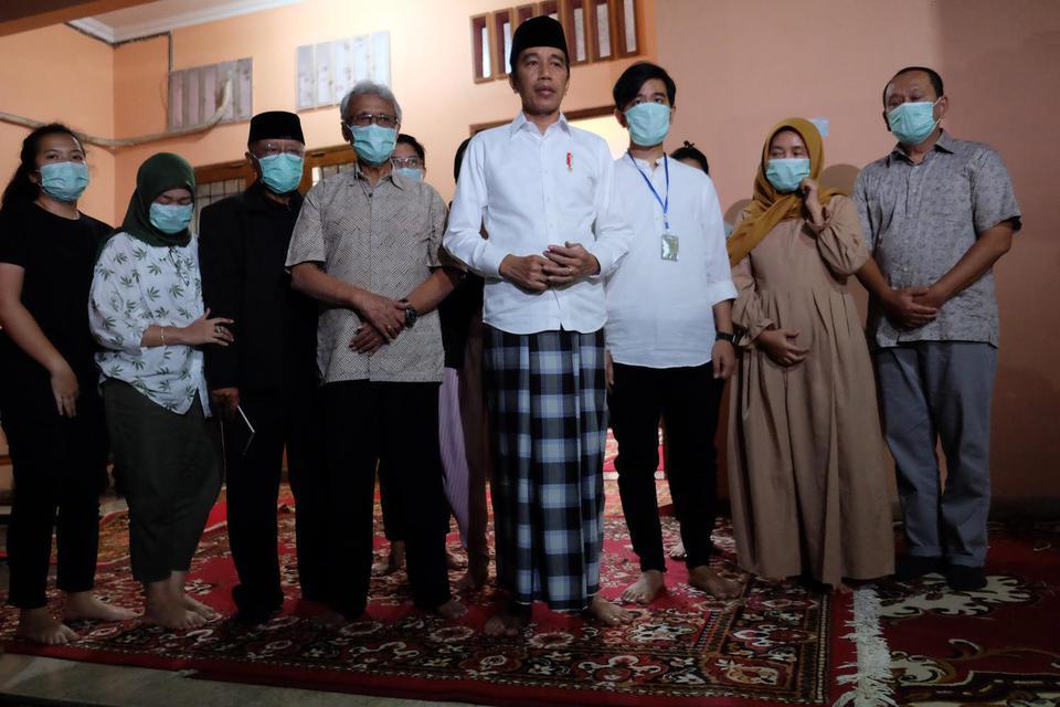 Ibunda Meninggal, Jokowi Minta Masyarakat Bantu Doakan.