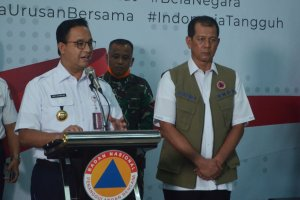 Gubernur DKI Jakarta Anies Baswedan dan Kepala BNPB Doni Monardo