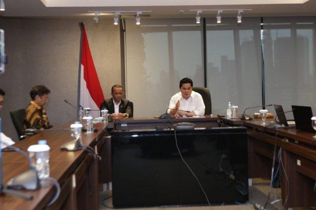 Menteri BUMN Erick Thohir dan Direktur Utama PT Bahana Pembangunan Usaha Indonesia Robertus Bilitea