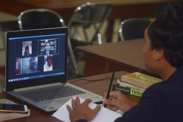 Survei Smrc 92 Siswa Memiliki Banyak Masalah Dalam Belajar Daring Nasional Katadata Co Id