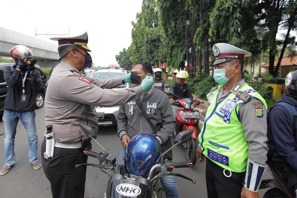 Selama PSBB Jakarta, Motor Pribadi Bisa Bawa Penumpang tapi Ada ...