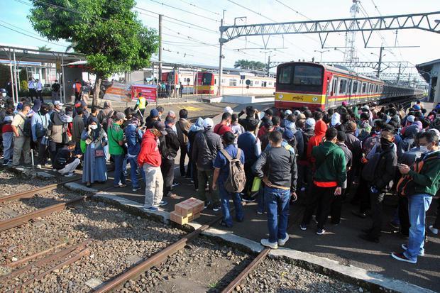 penumpang KRL, surat tugas naik kereta, Bogor, Depok, Bekasi