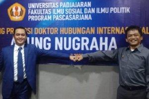 Agung Nugraha dan Sulistyo dari Badan Siber dan Sandi Negara (BSSN) meraih gelar Doktor Siber yang pertama di Indonesia.