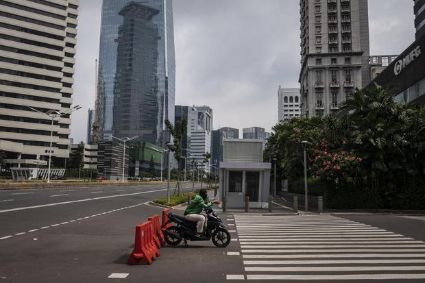 Penambahan Kasus Positif Corona Di Jakarta Melambat Berkat Aturan Psbb Nasional Katadata Co Id