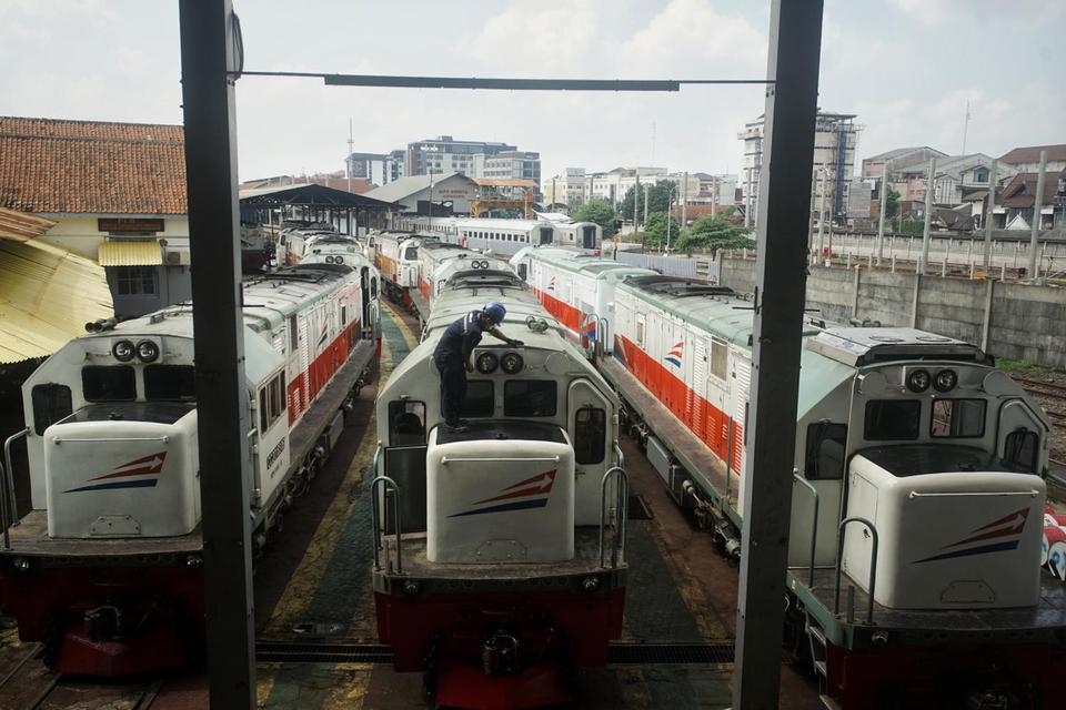 Ilustrasi, kereta api jarak jauh. Kereta api kembali beroperasi, dengan 3 rute kereta api yang kembali beroperasi mulai 12 Mei hingga 31 Mei 2020.