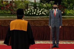Presiden Joko Widodo melantik Syarifuddin sebagai Ketua Mahkamah Agung.