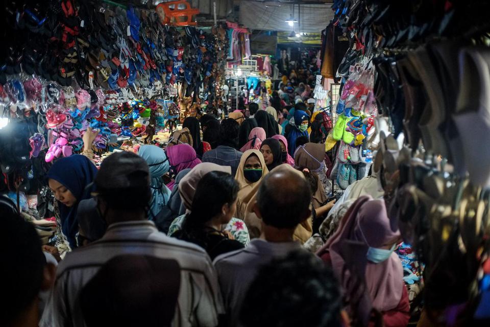 covid-19, corona, warga pingsan di pasar