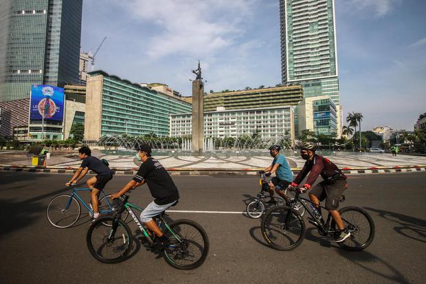 Ilustrasi, suasana car free day (CFD) di DKI Jakarta. Masuk era normal baru, Pemprov DKI Jakarta kembali menggelar CFD pada Minggu (21/6) dengan diiringi penerapan protokol kesehatan dan pemisahan lajur jalan.