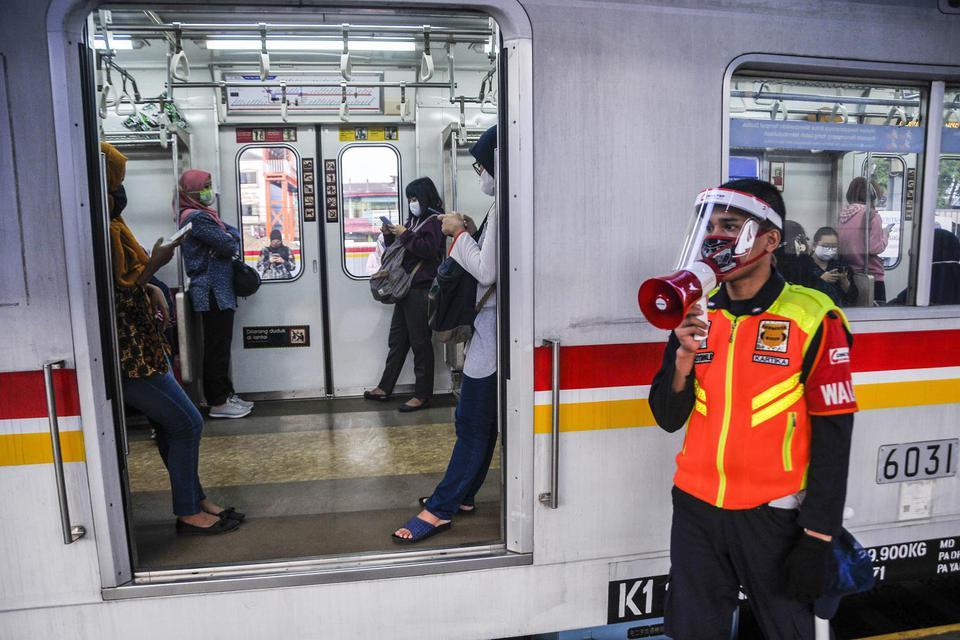 protokol new normal krl, aturan penumpang krl, pandemi corona, virus corona, covid-19, kci, kereta commuter indonesia