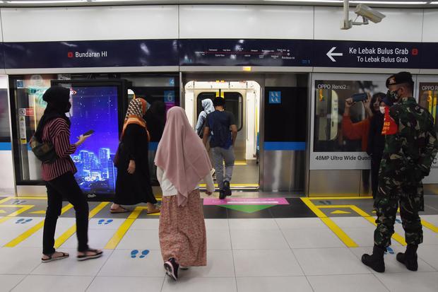 MRT JAKARTA KEMBALI BEROPERASI NORMAL
