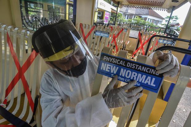 Survei SMRC: 64% Masyarakat Indonesia Setuju Pemberlakuan Normal Baru.